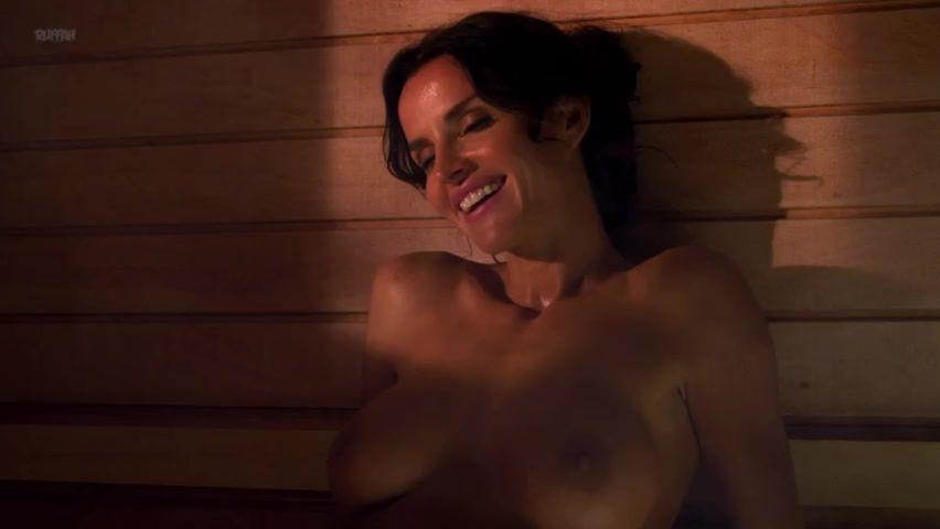 Kate Hall  nackt