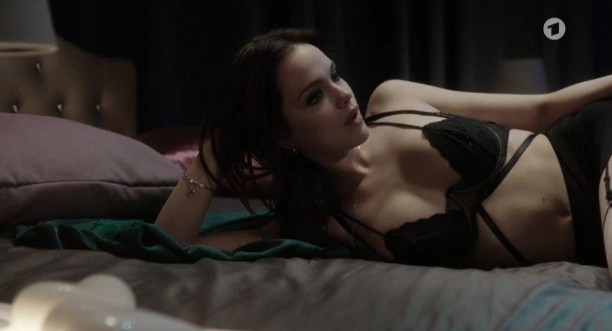 Emilie schüle nackt
