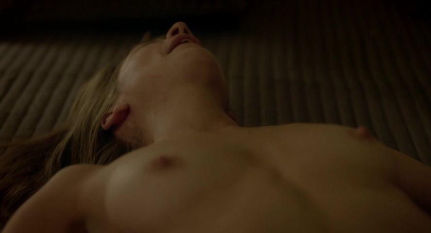 Crystal Baker  nackt